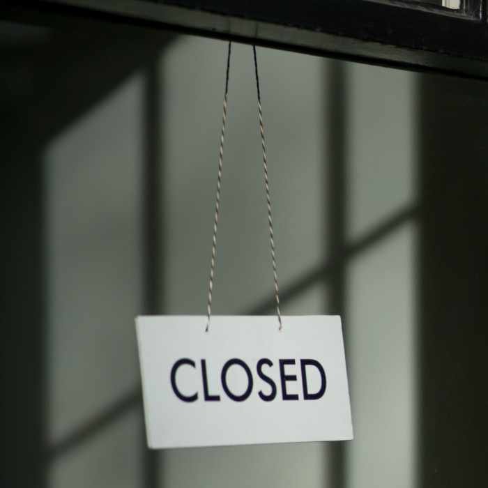 an image of a closed sign in a store window